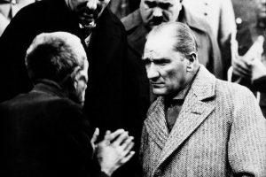 Atatürk Neden Mahalle Mektebini Gelenek Şemsi Efendi Okulunu Yenilik Olarak Görmüştür